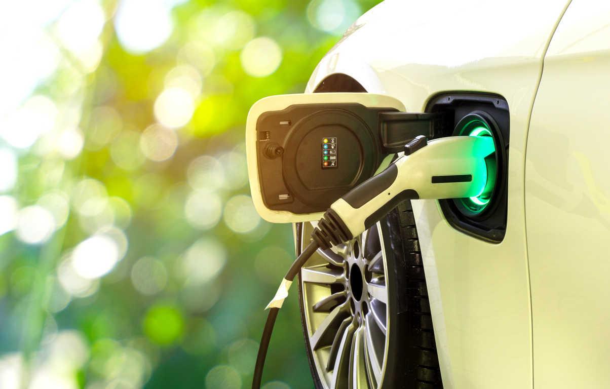 Los coches eléctricos son los más sostenibles, pero, ¿dónde se recargan?